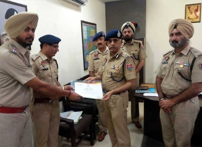 DGP visits Khanna, asks officials to solve pending murder cases
