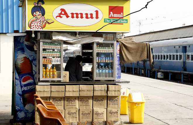 Stalls sell unauthorised food items at railway station