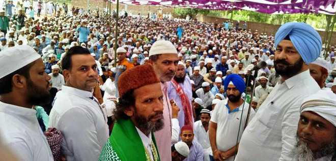 Devotees end fast, celebrate Eid-ul-Fitr with fervour