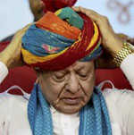 Vaghela jolts Cong, 'won't return' to BJP