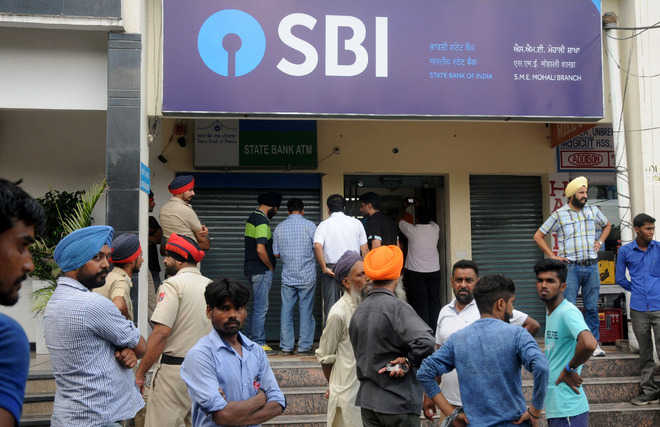 Rs 7.50 lakh robbed at gunpoint from SBI