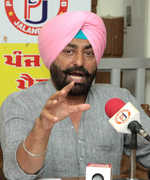 Amarinder govt being run by babus: Khaira