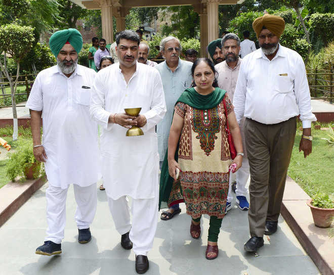 Hind-Pak Dosti Manch takes out peace march