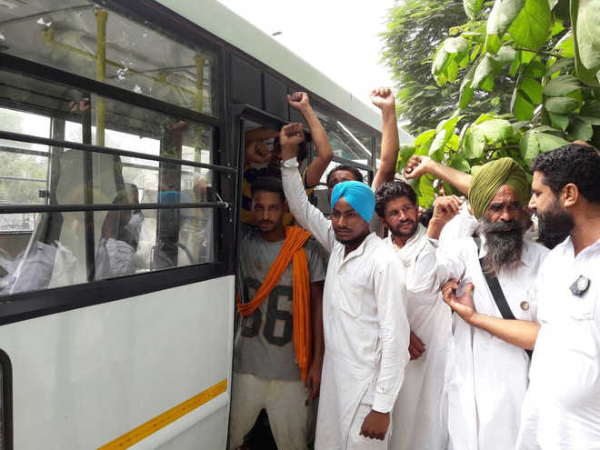 Farmers from adjoining districts to join protest today