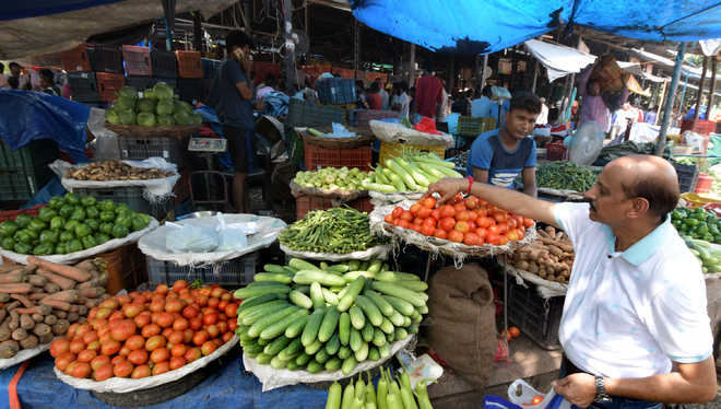 Vegetable, fruit prices remain high, traders blame it on rain