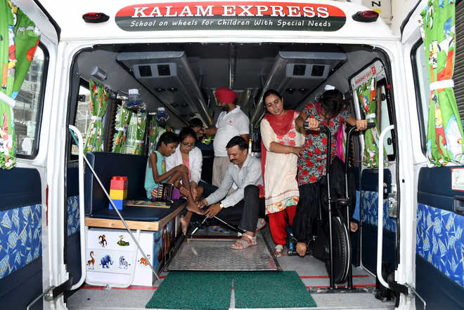 Not just education, Kalam Express is rendering medical help too
