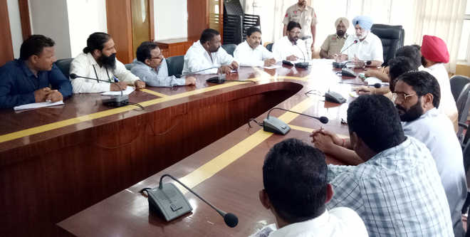Safai workers call off month-long stir