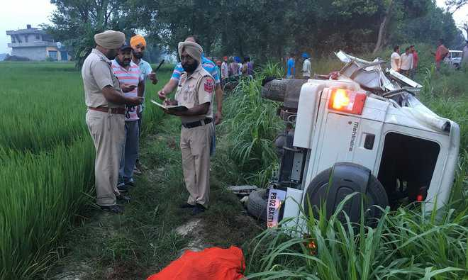 3 killed as jeep rams into scooter