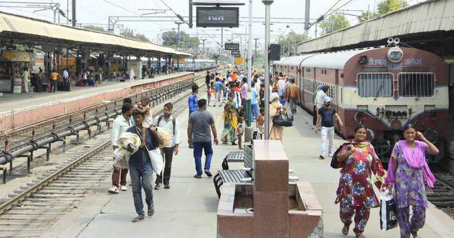 Platform without shed at rly station irks passengers