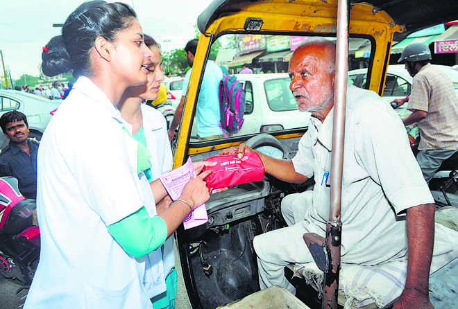 Health Department distributes first aid kits among street vendors, auto drivers