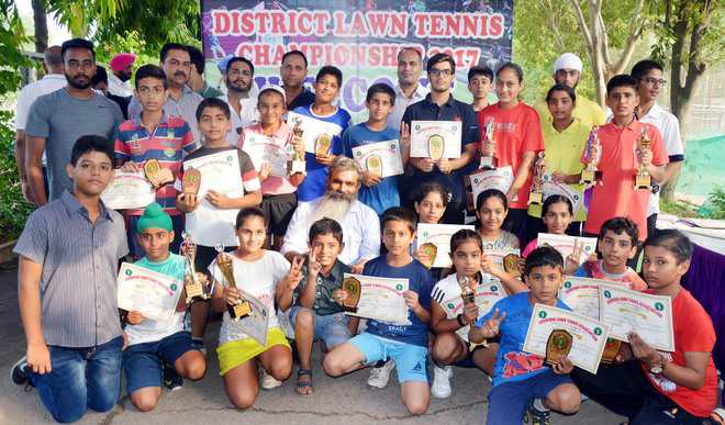 Seerat, Sarvesh emerge champs in open category