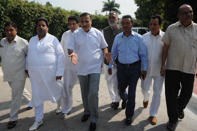 Congress leaders talk of  'bias' against Jammu