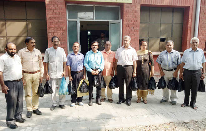 NGO distributes fruits, medicines to patients