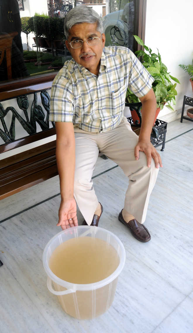 Sec 21 residents get dirty water