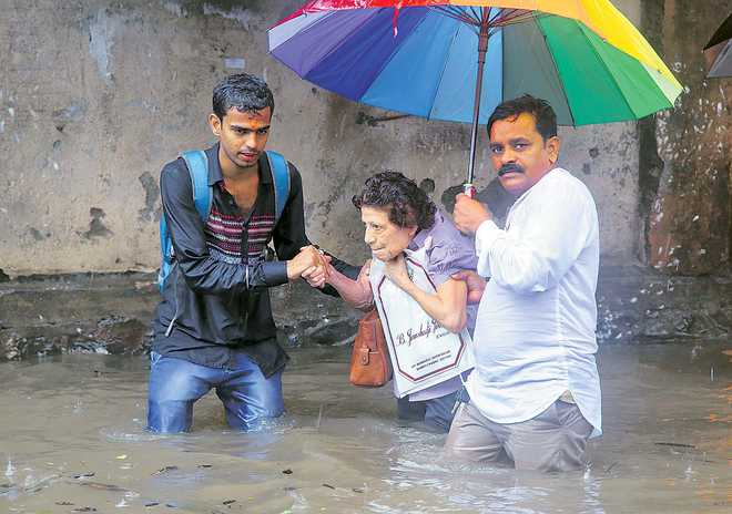 essay on effects on floods and droughts in india Floods / flash floods (almost 80% of the total area of the country is prone to  flooding)  extreme temperature and drought (north and north-western   moreover, the bay of bengal is located at the tip of the north indian.