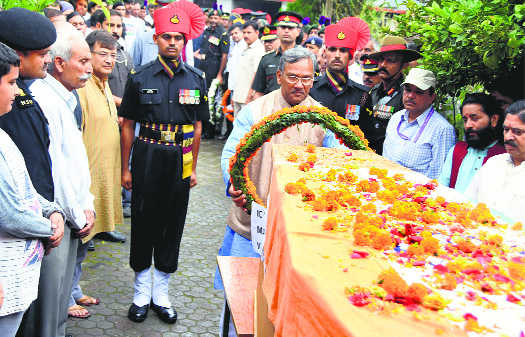 Rawat pays tributes to Major Ahlawat in Doon