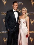 NHL hockey player Brooks Laich (L) and wife dancer Julianne Hough (R) pose at the Creative Arts Emmy Awards in Los Angeles, California September 9. Reuters