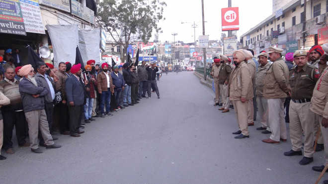 Cops prevent thermal staff from meeting Manpreet