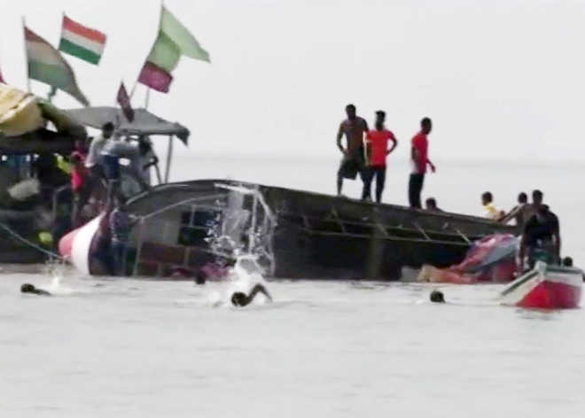 3 girl students drown, 5 missing as boat capsizes in Maharashtra