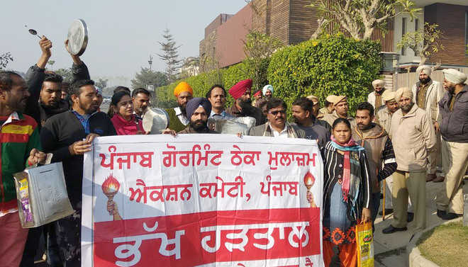Contractual staff protest at Sidhu's residence