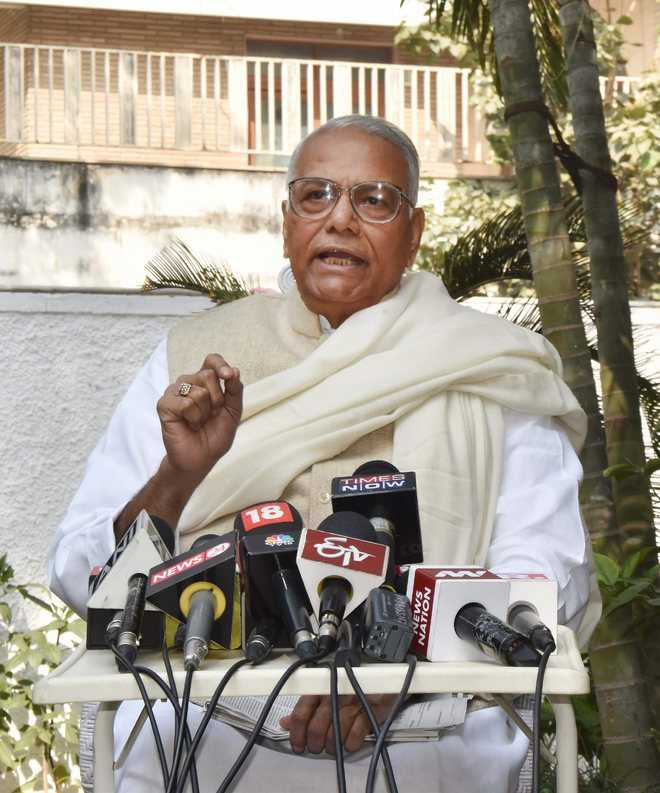 Ministers must speak up like judges: Sinha
