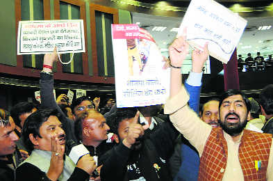 Sealing Drive: AAP leaders take out march against civic bodies