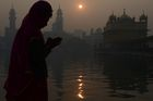 A Sikh devotee pays respect in the early morning on the occasion of the New Year 2018 at the Golden temple in Amritsar on January 1, 2018. AFP photo
