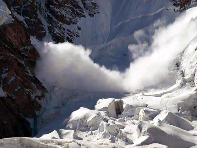 3 soldiers killed in Machil avalanche