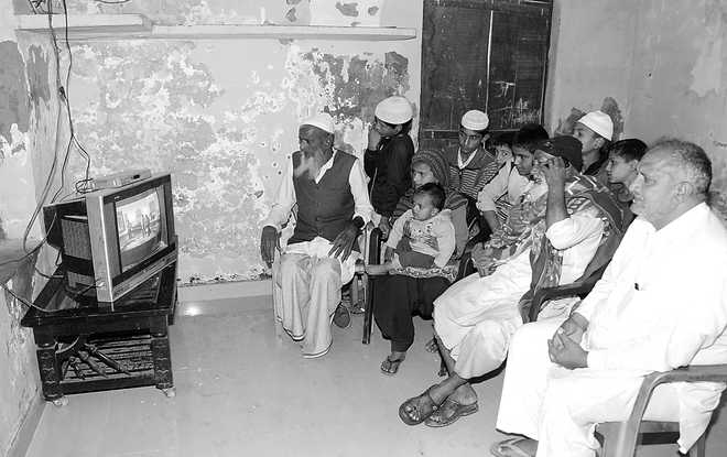 A Karnal village caught between TV and smartphone