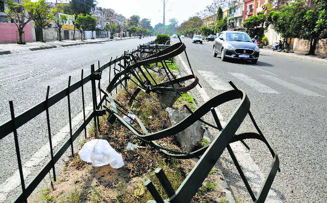 Broken iron grills on Mohali roads a threat to commuters