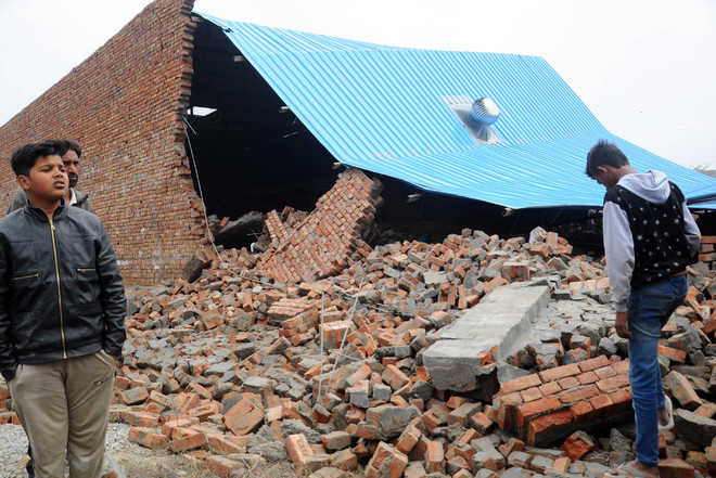 Five injured in building collapse