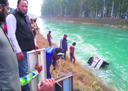 Car falls into canal, one dead