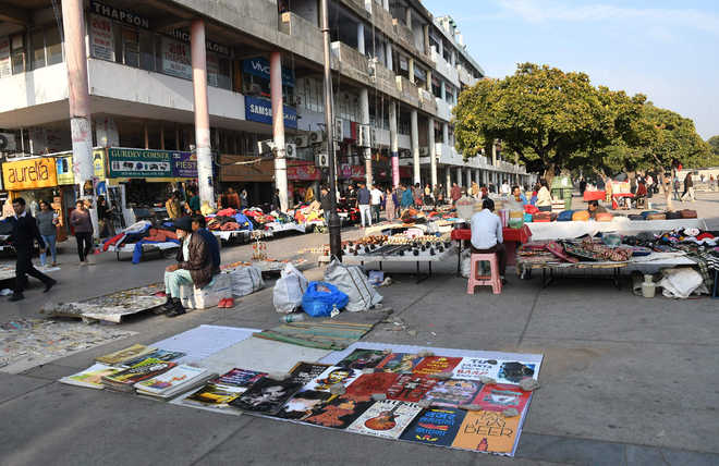 Despite paying fee, street vendors yet to get space