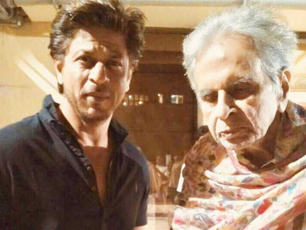 Shah Rukh Khan visits Dilip Kumar at his residence