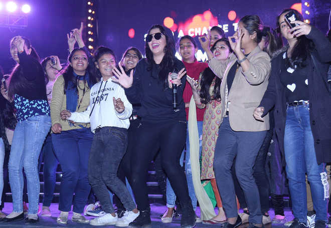 University students dance to the tune of  Jasmine Sandlas