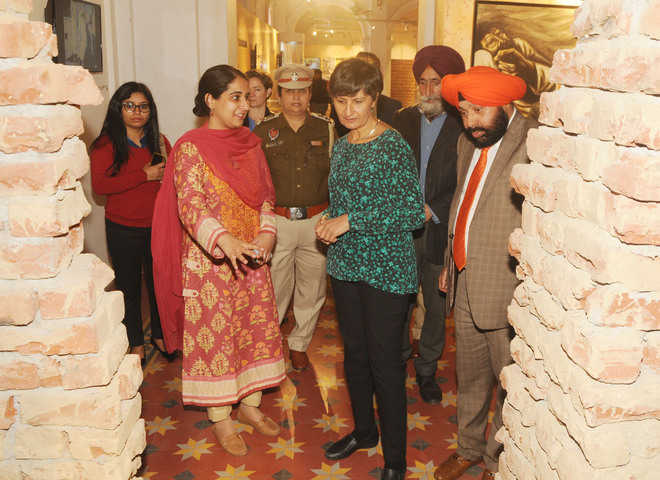 Harinder Sidhu meets Partition survivors, visits museum