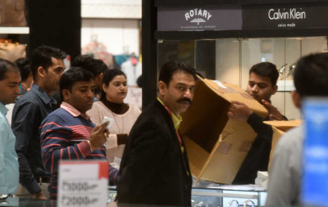 ED sleuths raid Gitanjali counter at Elante mall