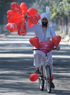 Harpreet Singh in a tradition dress spreads messages on the occasion of Valentine's Day at Azadi Road in Sector 10 in Chandigarh on Wednesday. Tribune photo: Ravi Kumar