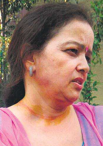 Woman loses chain to snatchers, hurt