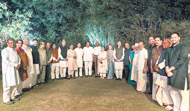 19 Oppn parties attend Sonia's dinner