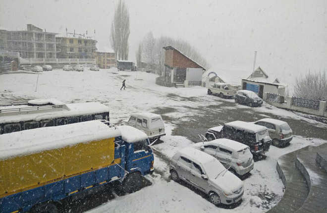 Snow at Rohtang hits snow-clearing ops