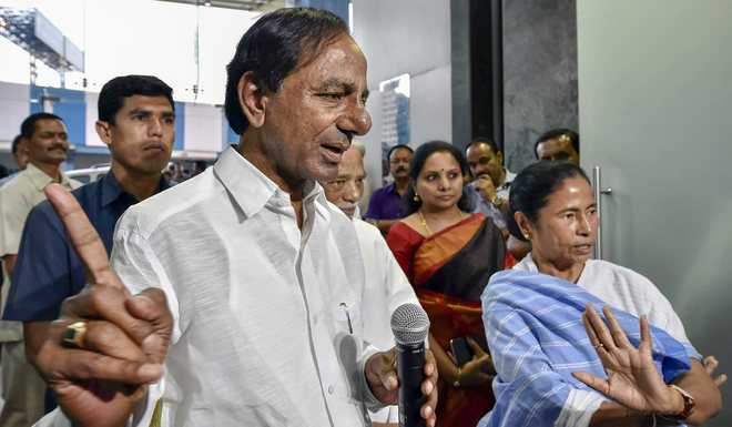 Mamata, KCR discuss new 'federal poll front'