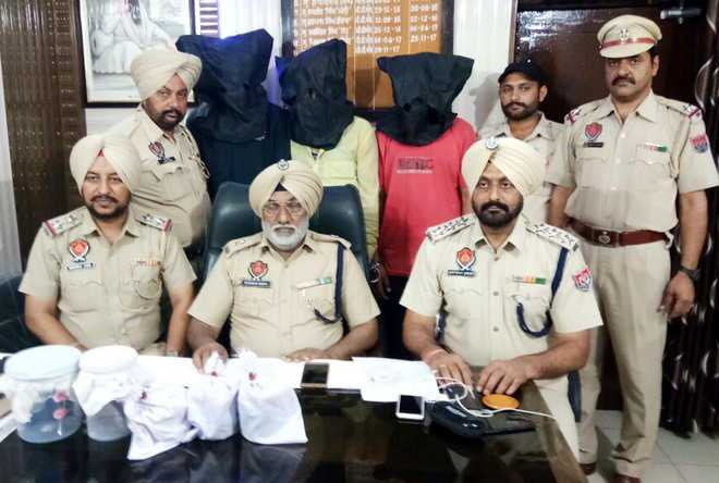 Two wanted criminals among three arrested