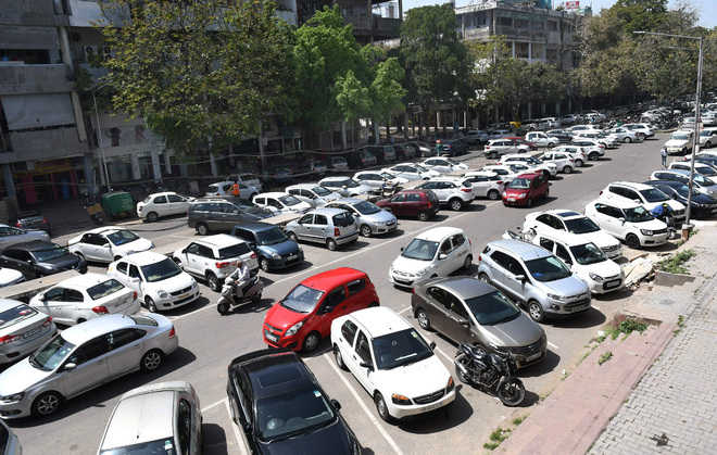 Roll back parking fee hike: Mayor's panel