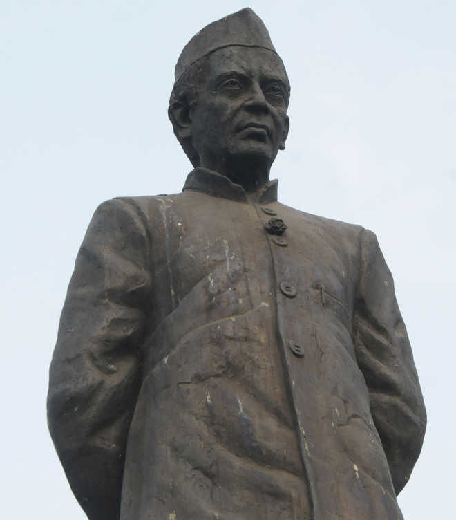 MC to clean statues at least once in a month
