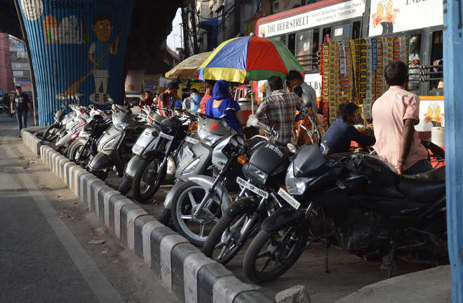 Visitors suffer, courtesy lack of parking space