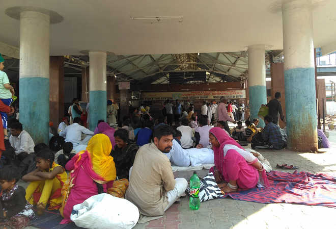 Migrant farm labourers suffer as trains get delayed