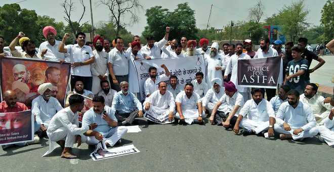 Kathua rape: Cong activists hold protest for justice