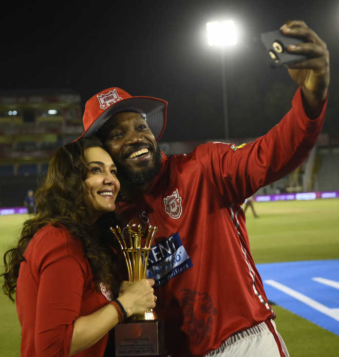 Gayle rains sixes, regales fans in Kings' last match at PCA