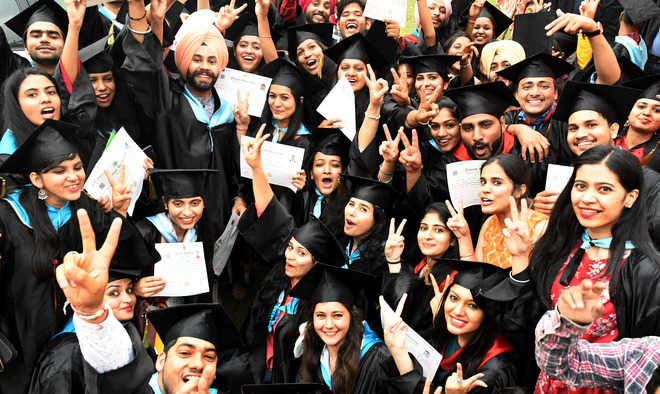 450 given degrees at SGGS College